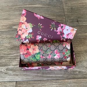 Gucci Supreme Blooms Wallet